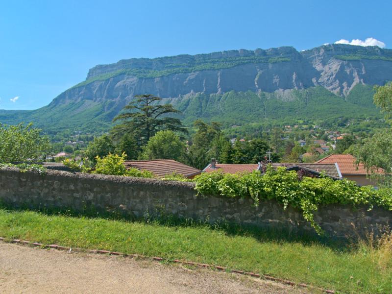 Le mont Saint-Eynard depuis le parc du château de Miribel