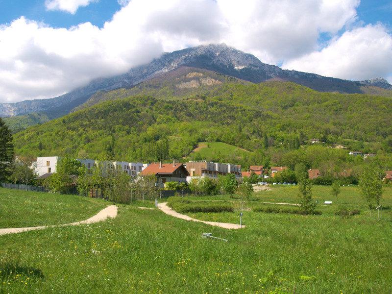 Vue sur le Moucherotte, massif du Vercors depuis le parc de Pré Nouvel
