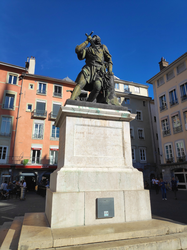 Statue du chevalier Bayard à Grenoble