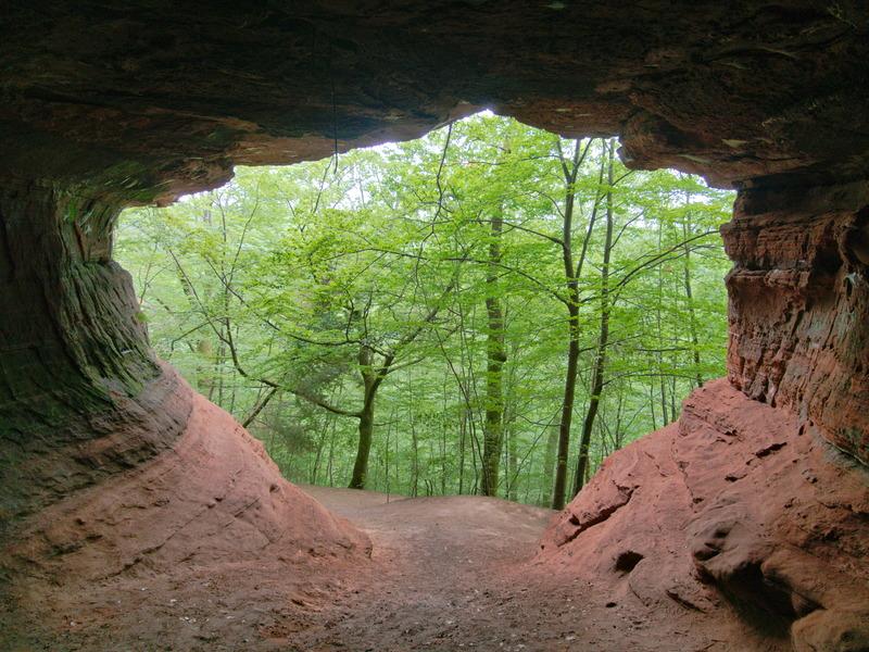 Grotte dans le rocher de l'Altschlossfelsen