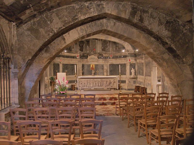 Intérieur de la crypte Sainte-Marthe