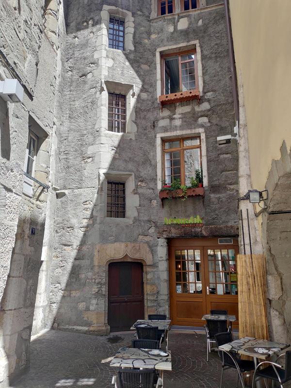 Immeuble en pierres datant du Moyen Âge