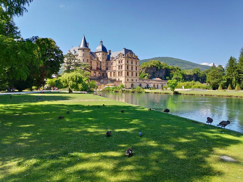 Le château de Vizille et son plan d'eau
