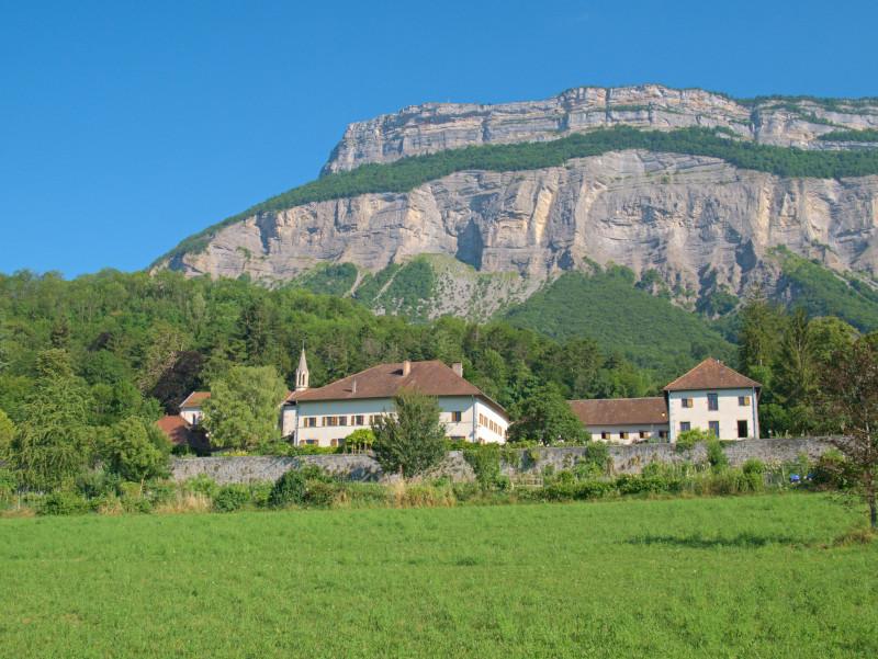 Le Clos des Capucins Meylan avec le massif de la Chartreuse